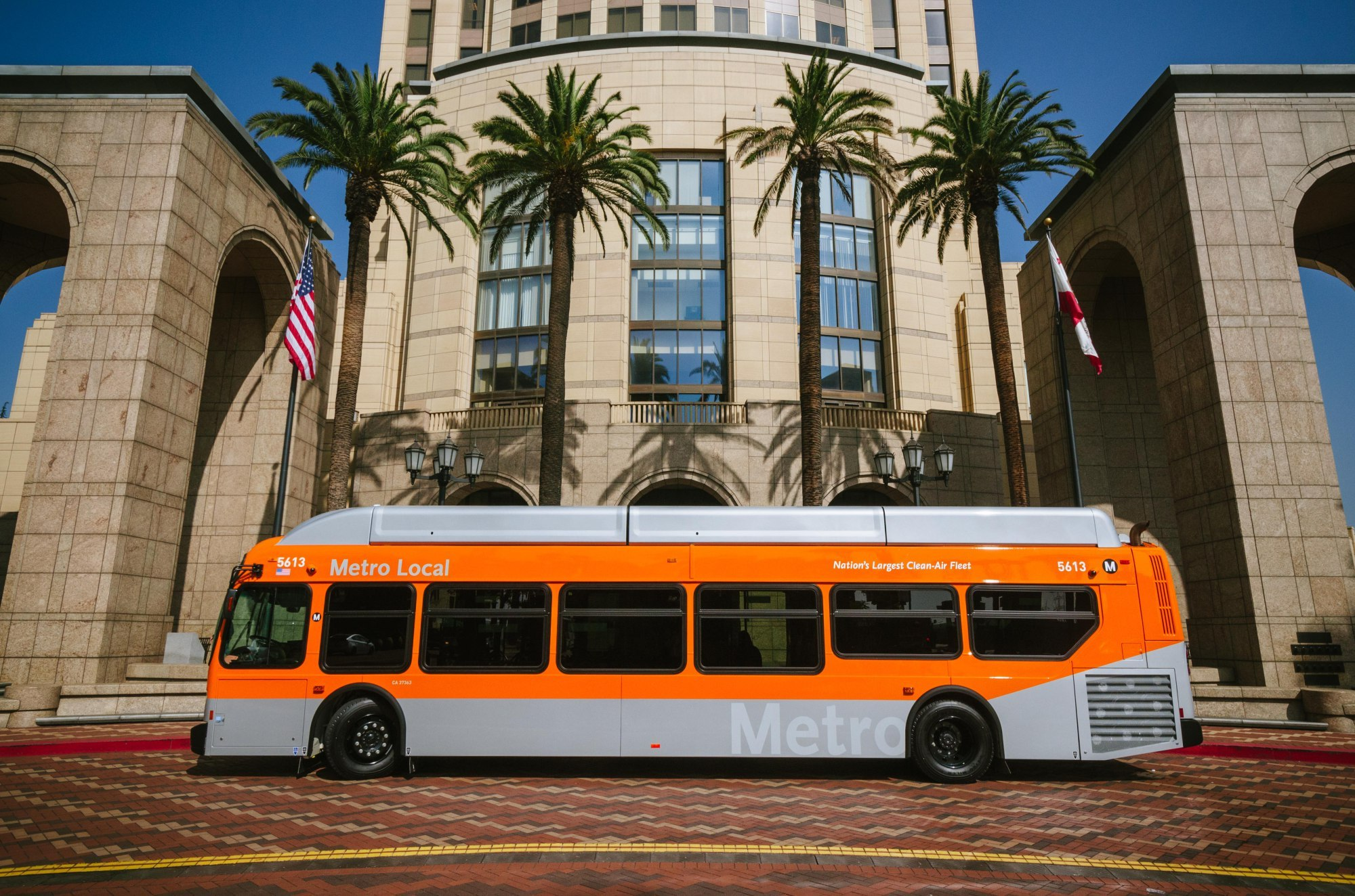LA Metro Pursues Clean Energy and Low Carbon Fuel for Buses